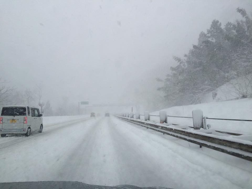 久しぶりにスキー場のような高速道路を走りました。