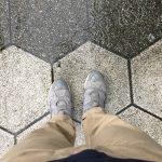 また雨です。お気に入りのスニーカーが汚れてしまう!